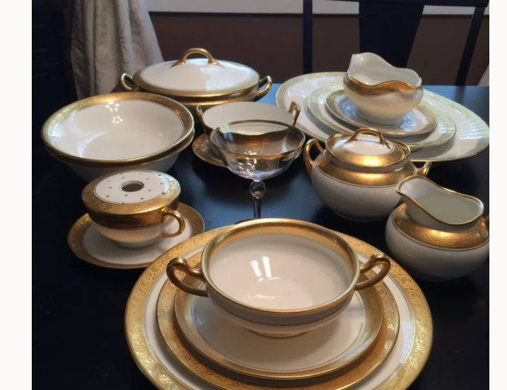 hello i have a 89pc 12 set hutschenreuther selb bavarian bone china gold artifact collectors. Black Bedroom Furniture Sets. Home Design Ideas