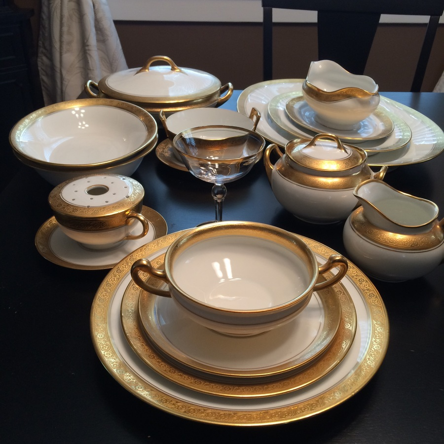 89pc 12 set value of bavarian bone china hutschenreuther selb gold encrusted dinnerware. Black Bedroom Furniture Sets. Home Design Ideas