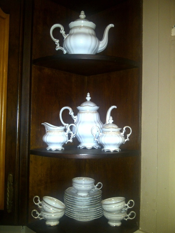 hutschenreuther germany 1814 gold tea set artifact collectors. Black Bedroom Furniture Sets. Home Design Ideas