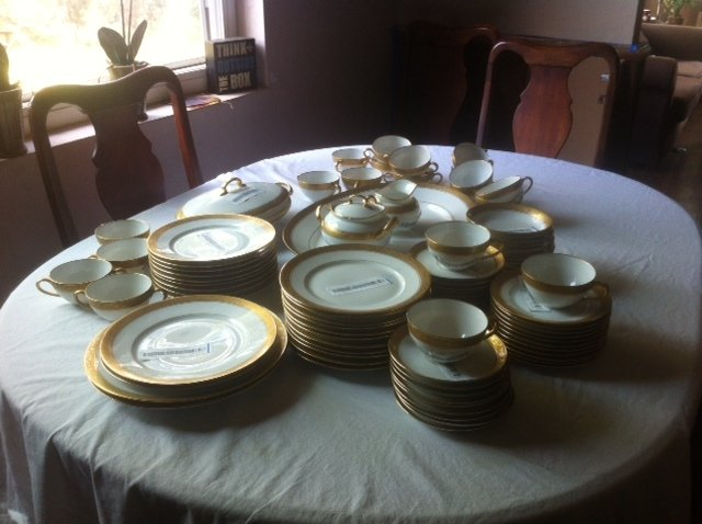 93 piece hutschenreuther bone china gold trim selb bavaria germany one chi artifact collectors. Black Bedroom Furniture Sets. Home Design Ideas