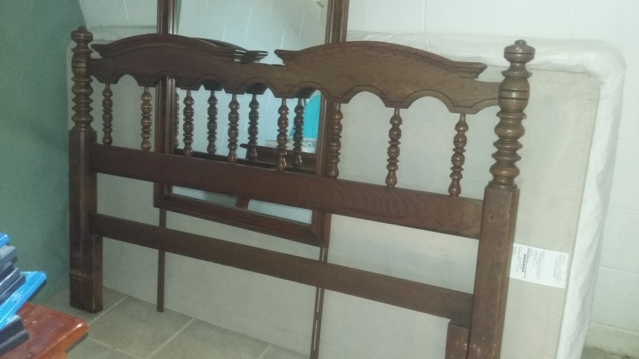I have a complete cherry bedroom set in selling that s young hinkle  I was  selling the whole set for  300  Are you anywhere close to the thumb in  Michigan. I Have Inherited A Beautiful Young Hinkle Cherry House Bedroom Set