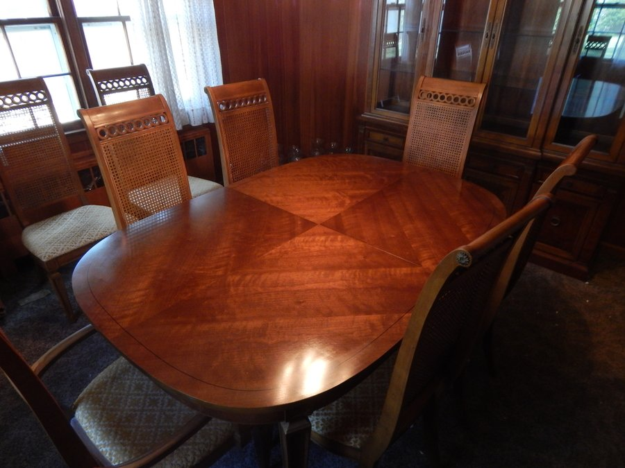Includes 8 Chairs 2 With Arms Leaves And China Hutch Entire Set Is In Great Conditiontable Literally Was Never Used Without Protective Table Pad