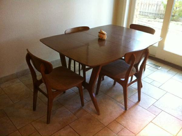 mid century dining table and 4 chairs in excellent con