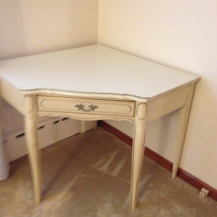 Provincial Bedroom Furniture I Have Henry Link French Provincial Antique White With Gold Trim