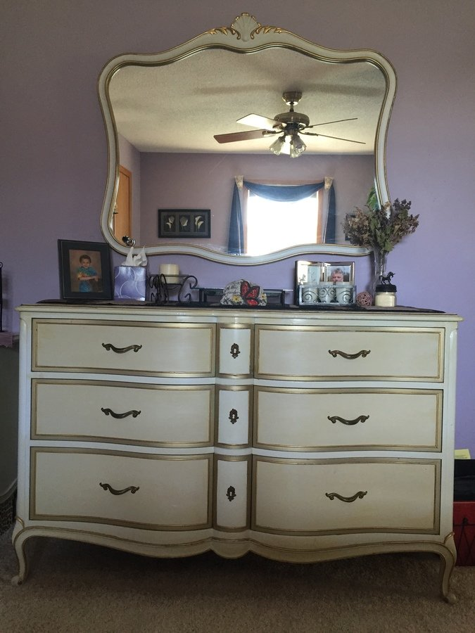 I Have A Vintage Drexel French Provincial Bedroom Furniture Set For Sell T My Antique