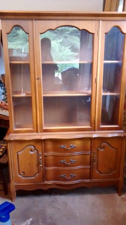 Bassett China Cabinet Cherry 400 29 353 My Antique