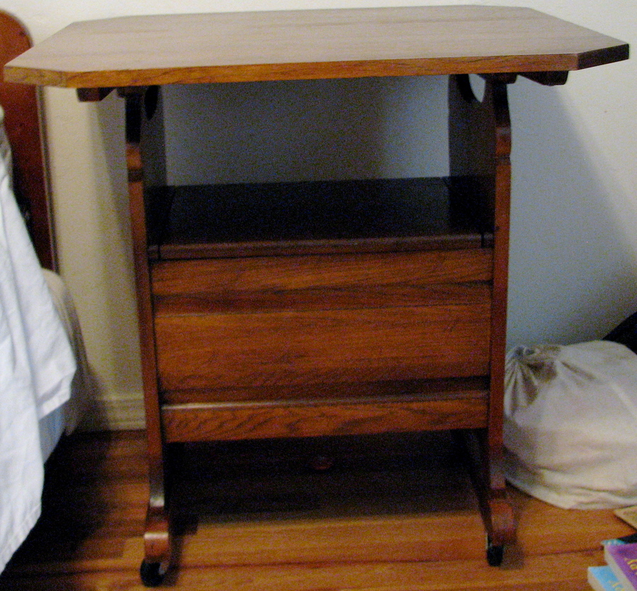 I Have An Ethan Allen Heirloom Maple Nutmeg Collection Hutch Table The Ser My Antique