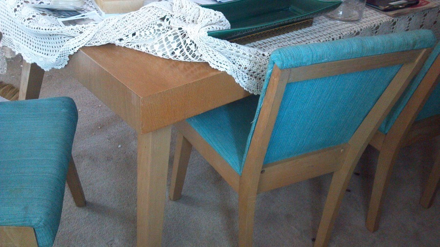 Hi I Am Researching The Value Of A 1940s 6 Blonde Wood Dining Set With