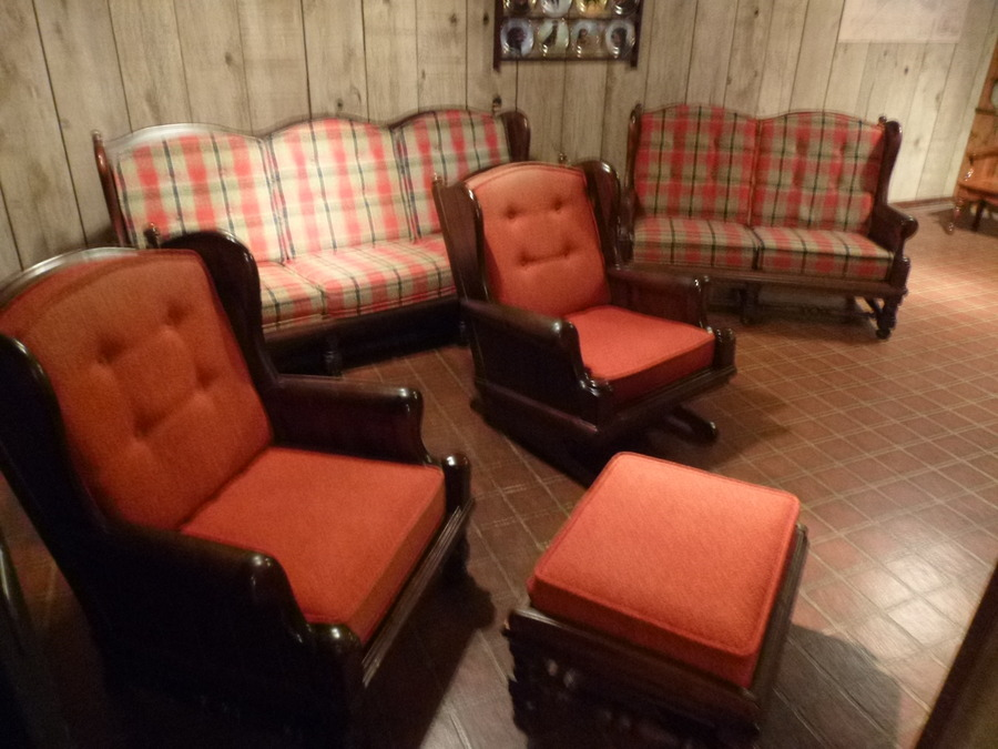 i have a living room set of ethan allen old tavern pine does any one know my antique. Black Bedroom Furniture Sets. Home Design Ideas