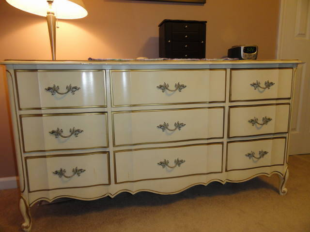 Hello I Have A Dixie Set Of Bedroom Furniture From The
