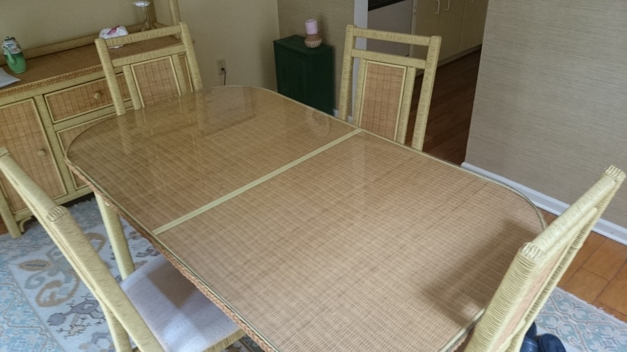Young Hinkle Dining Set With Hutch