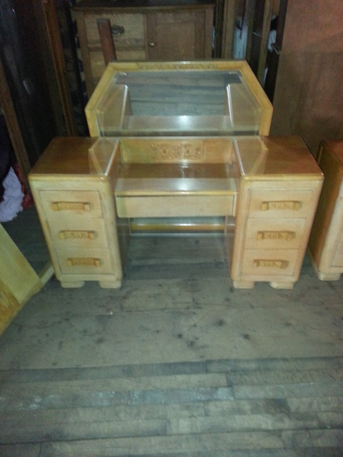 I Have Some Vintage Thomasville Furniture A Bedroom Set That I Haven 39 T Been My Antique