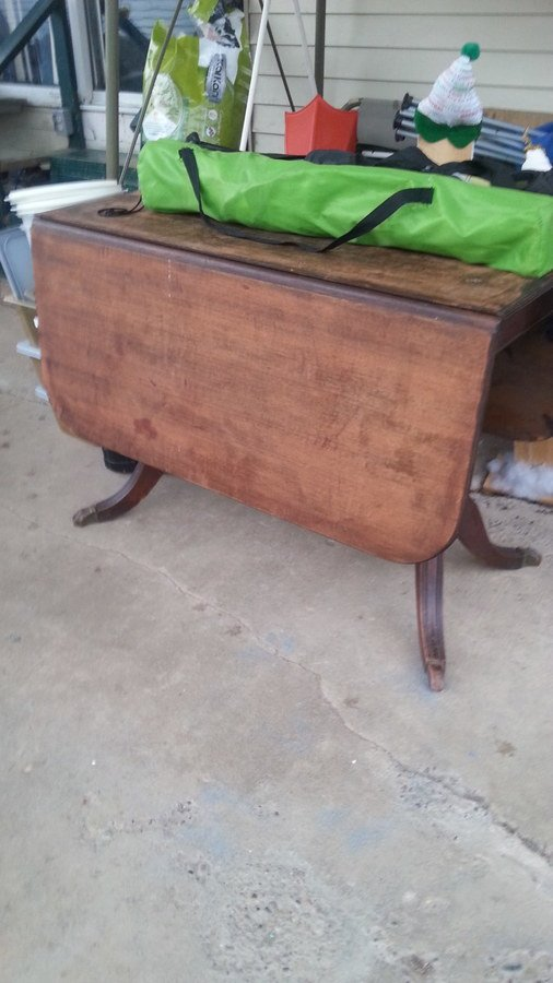Have A Jefferson Bolt Slide Table It Has 4 Claw Feet Would