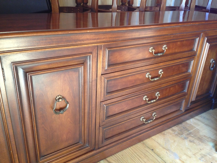 have a dining room table 6ft 6 chairs china cabinet and buffet