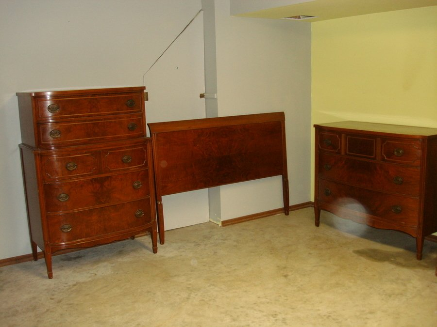 Vintage bedroom furniture identification value my for Good value bedroom furniture