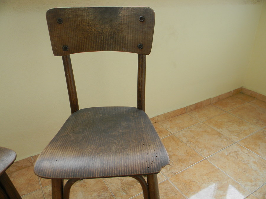 Hello i have 3 thonet mundus borlova chairs but i can 39 t for Where can i buy vintage furniture