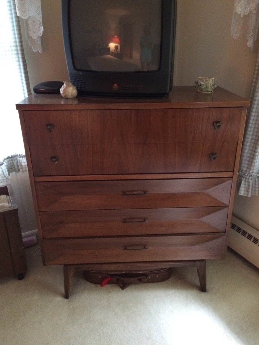 Selling My Moms United Furniture Bedroom Set Circ About 1945 2 Dressers 2 My Antique
