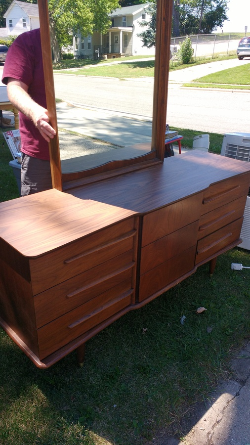 United Furniture Dresser With Mirror My Antique