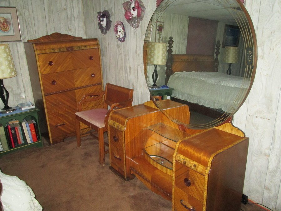 I Have A United Furniture Co Lexington Nc Red Room Furniture 5 Piece Bedr My Antique