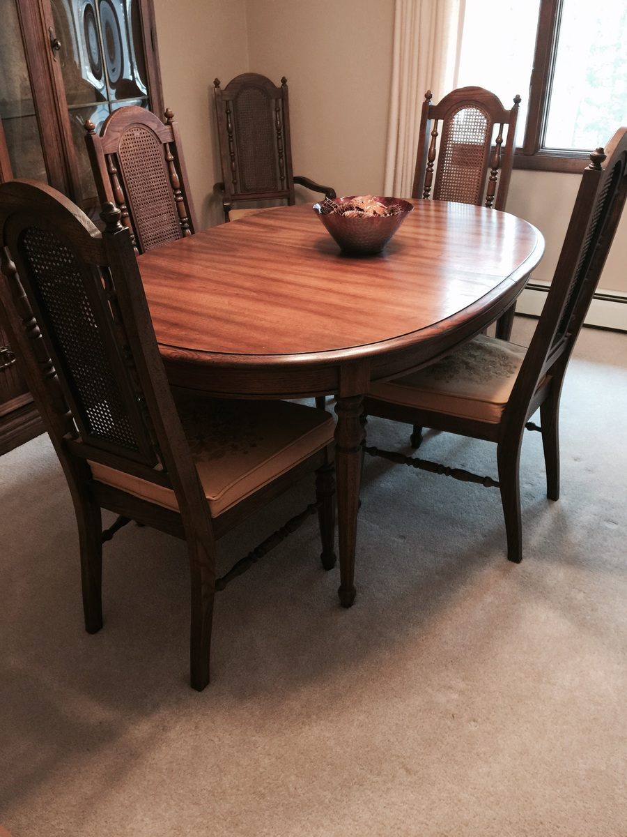 Broyhill Dining Room Table I Have A Broyhill Dining Set With 4 Chairs And Two Captains Chairs