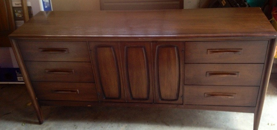 I Have A Mid Century Broyhill Emphasis Dresser With Mirror Headboard What My Antique