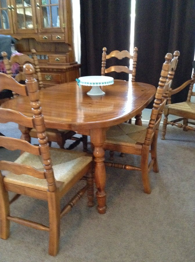 Link taylor colonial pine dining table my antique for Where can i buy vintage furniture