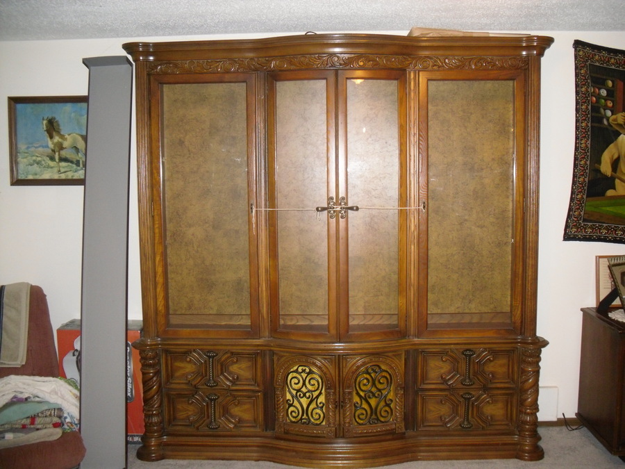 Can Anyone Help Me Figure Out What Kind China Cabinet I