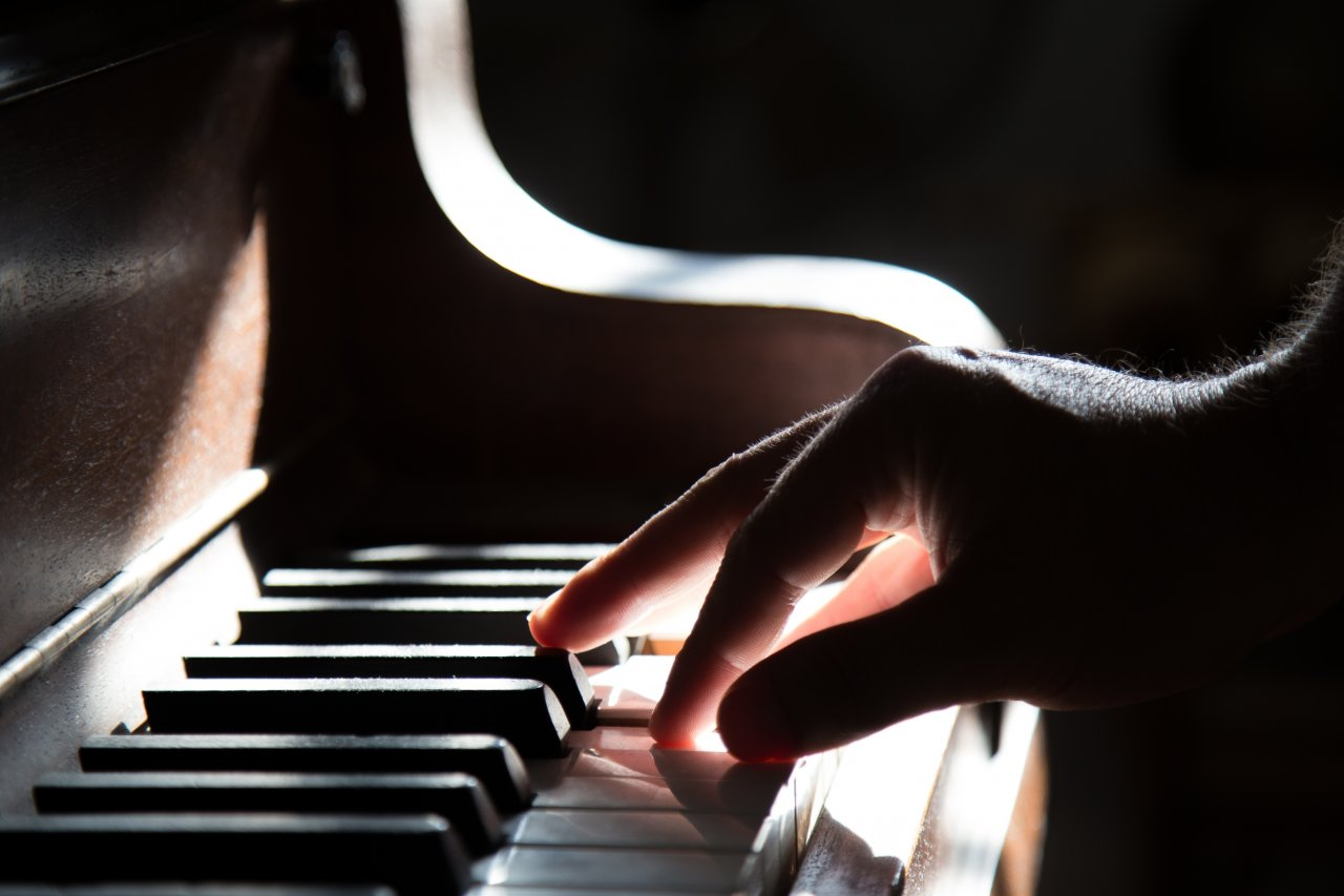 person-playing-piano-yk7r1a9ca1.jpeg