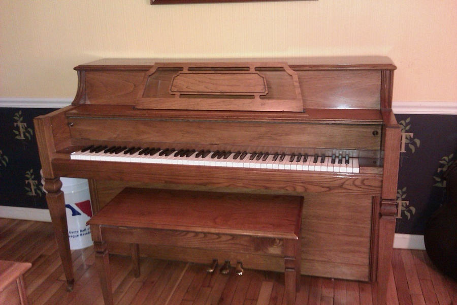 Everett upright piano with bench for 0 my piano friends for How much space does a baby grand piano need