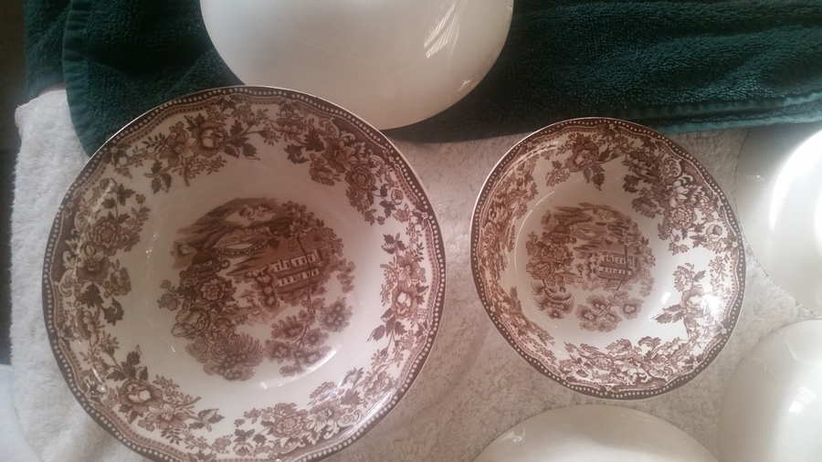 8 small bowl 8 ceral bowls 8 tea saucers 1 large bowl 1 cream/milk holder 1 sugar bowl 7 tea/coffee cups 6 regular saucers 6 regular size plates & Brown Tonquin Alfred Meakin Staffordshire England Dinnerware ...