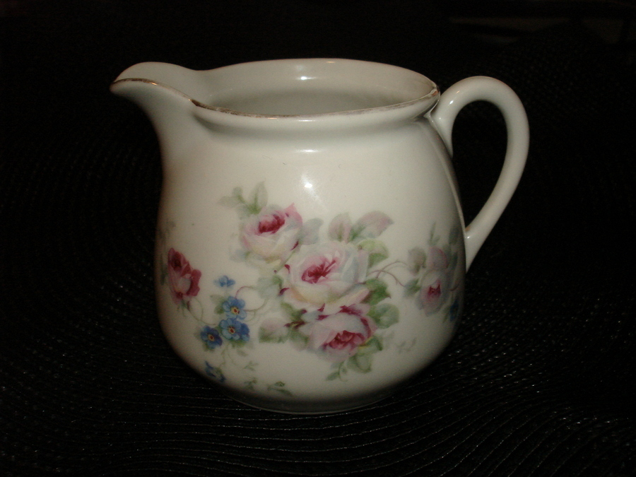 I know there are many German porcelain dinnerware patterns out there but does this one look familiar? If so where would I find some info on it -and- what ... & I Know There Are Many German Porcelain Dinnerware Patterns O ...