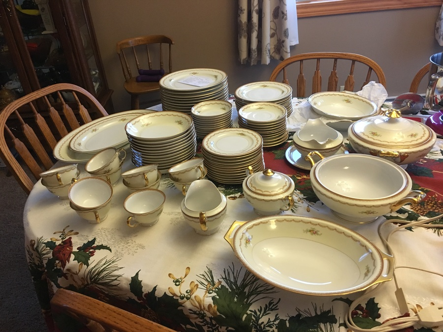 I Have A 92 Piece Set Of Meito China. Pattern V1881. It Is In Very ...