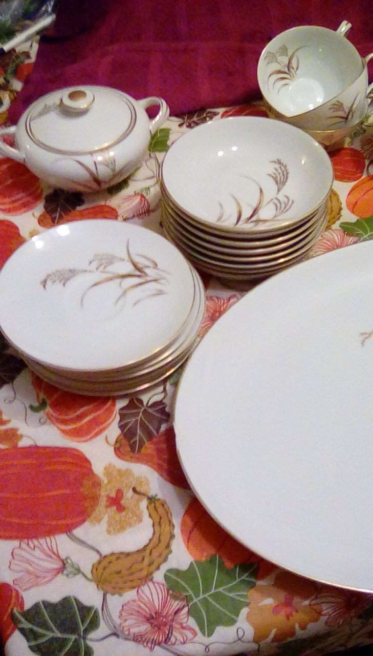 I have harmony house golden wheat chinaserving platter w 2 chips5 coffee cupssugar bowl w lid7 saucers for coffee cups8 small bowls5 salad plates ... & I Have Harmony House Golden Wheat Chinaserving Platter W 2 Chips5 ...