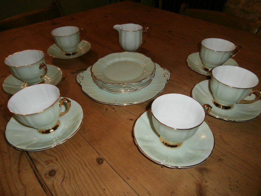 Windsor bone china pale green edged with gold tea set. 6 cups and saucers 6. & Windsor Bone China Pale Green Edged With Gold Tea Set. 6 Cups And ...