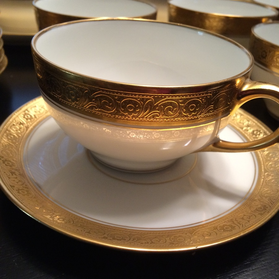 89pc 12 set value of bavarian bone china hutschenreuther selb gold encrusted dinnerware. Black Bedroom Furniture Sets. Home Design Ideas