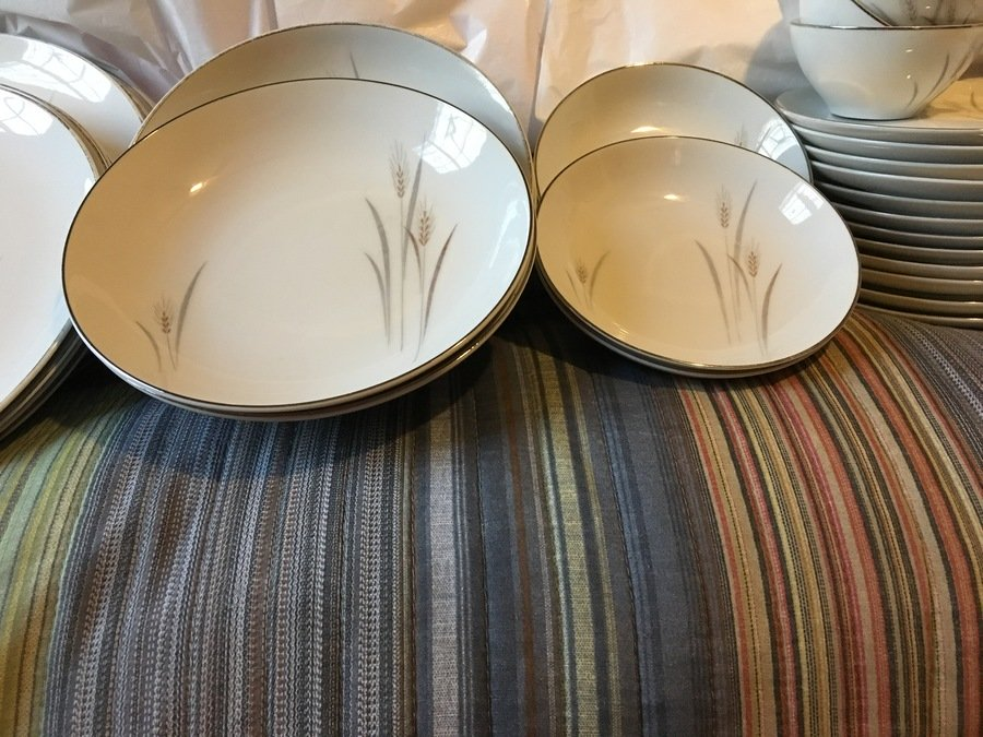 I have two sets. 12 large bowls and saucers 11 small bowls and saucers three cups and 11 dinner plates that are in fair condition. & What Is The Worth Of The Whole Fine China Platinum Wheat Set ...