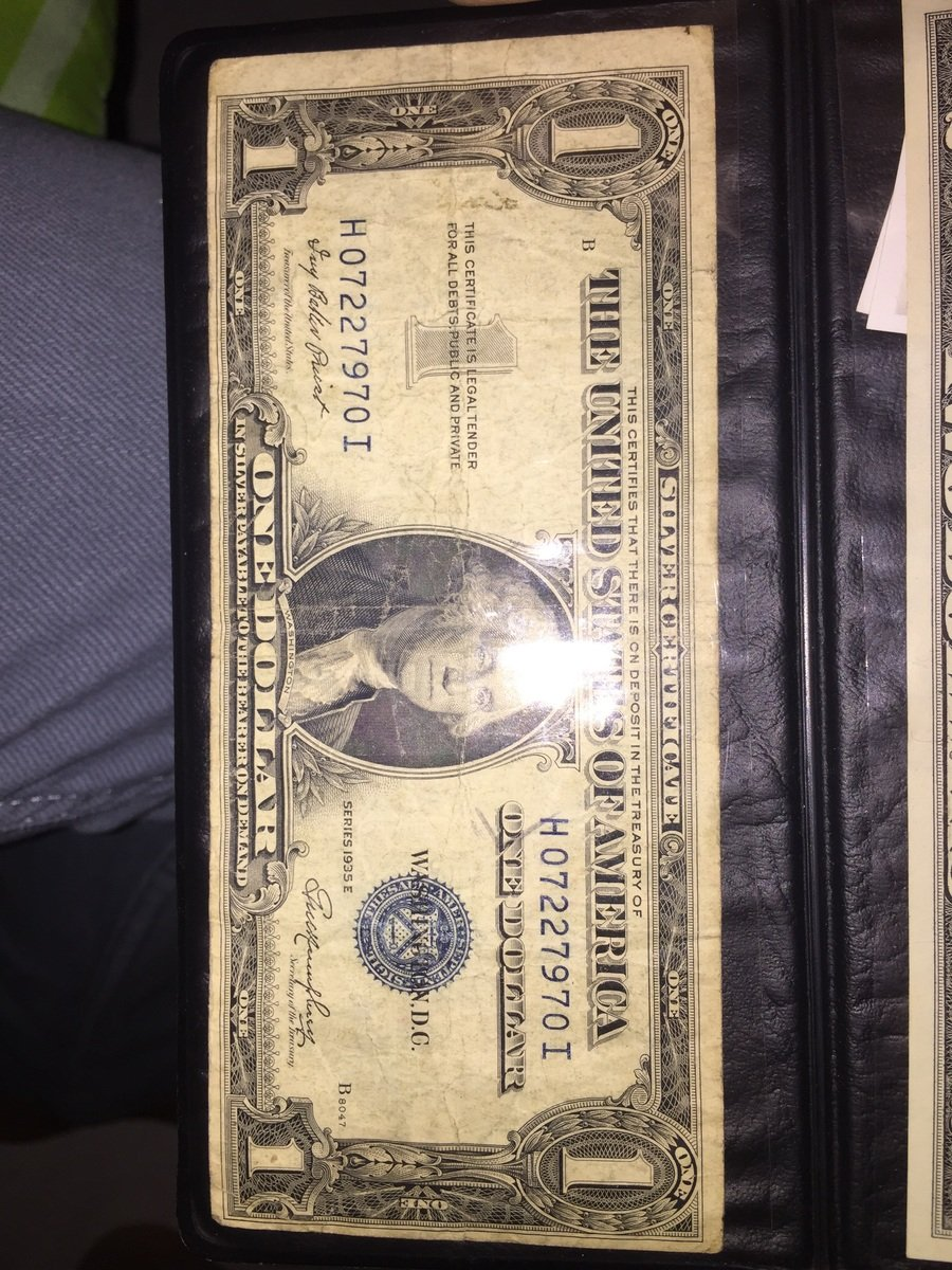 How much is a 1935 e silver certificate one dollar bill worth what the value xflitez Choice Image