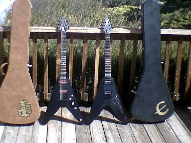 Gibson Gothic Flying V99 Axe Central