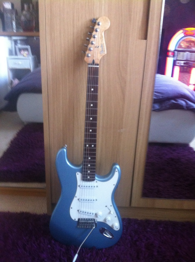 how much is my fender stratocaster guitar worth serial number mz1181 919 m axe central. Black Bedroom Furniture Sets. Home Design Ideas
