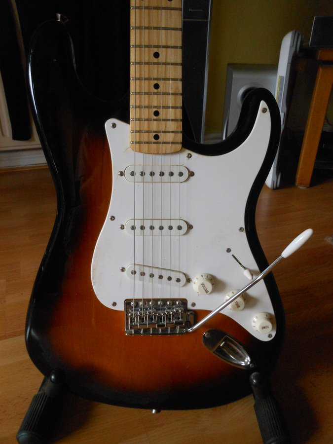 how much is my fender squier stratocaster worth axe central. Black Bedroom Furniture Sets. Home Design Ideas