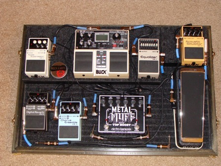 guitar pedal box axe central. Black Bedroom Furniture Sets. Home Design Ideas
