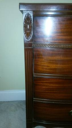I Have This Vintage Dixie Mahogany Serpentine Dresser In