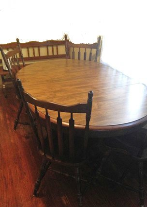 Excellent Condition Hale Co From Vermont Oval Table With