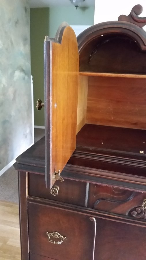 Elk Dixie Furniture Confused About A Dresser My Antique