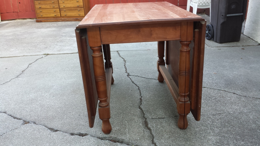 Antique Drop Leaf Table >> We Have What We Believe Is A Very Old Drop Leaf Table. The Legs Separate Fo... | My Antique ...