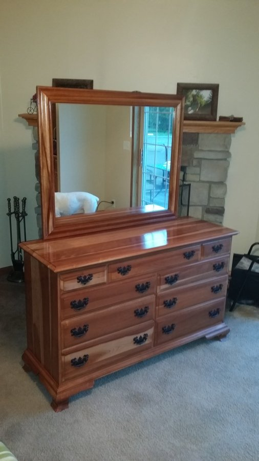 I Have A Sterling House 9 Drawer Dresser W Large Mirror