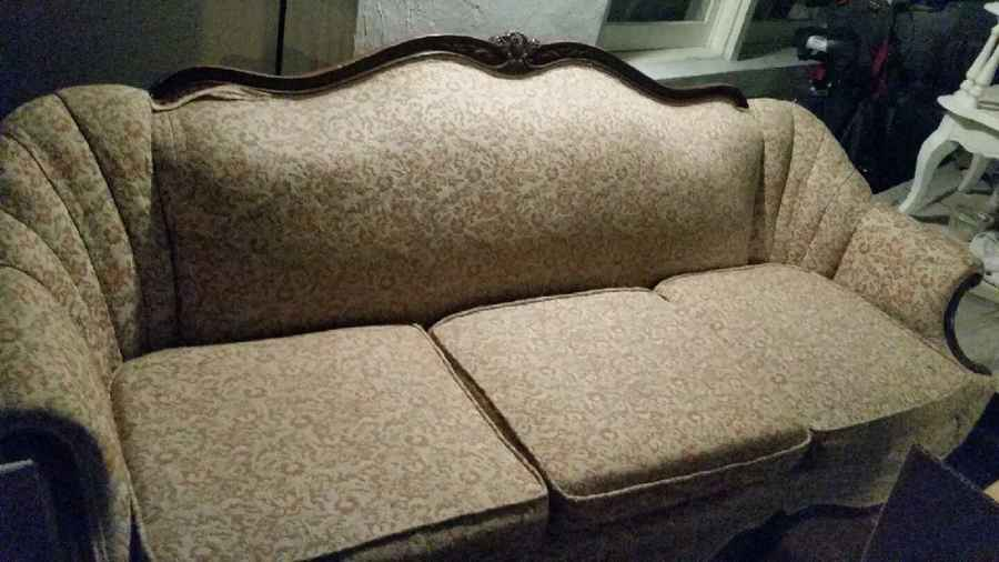 Picked Up This Antique Sofa Can Someone Help Me With It S