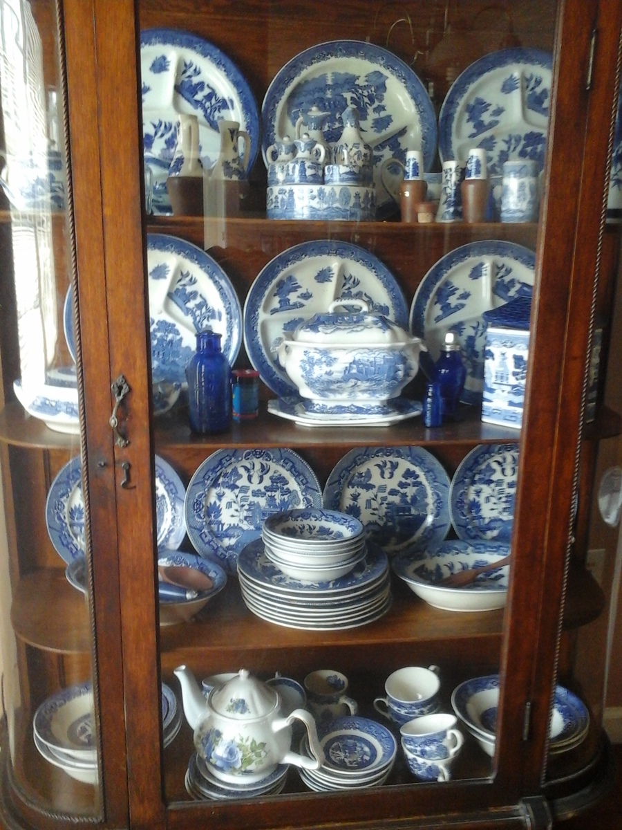 Antique Curved Glass Cabinet | My Antique Furniture Collection