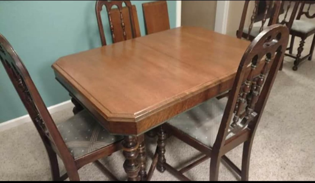 JL Metz Dining Room Table And Chairs Worth