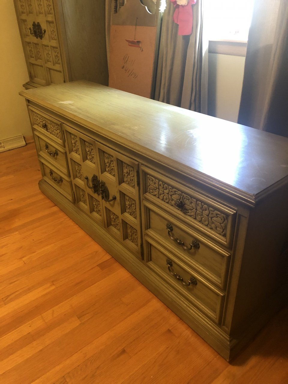 United Furniture Corp Spanish Treasure Collection Triple